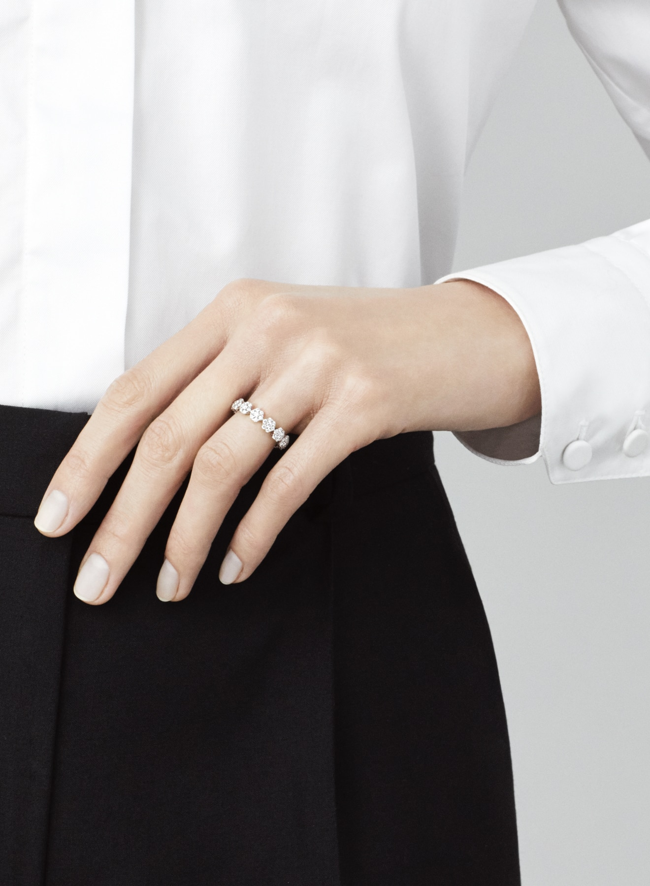 Fleurette collection, ring, white gold and diamonds, Van Cleef & Arpels