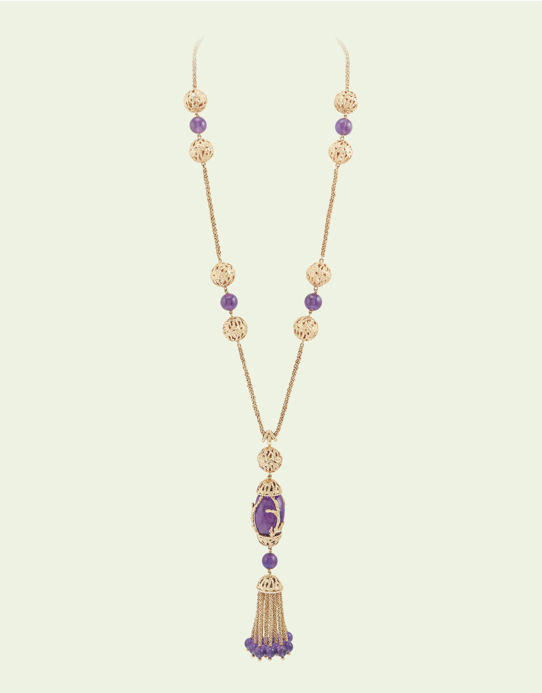 Necklace, 1971, yellow gold, amethysts. Van Cleef & Arpels Collection.