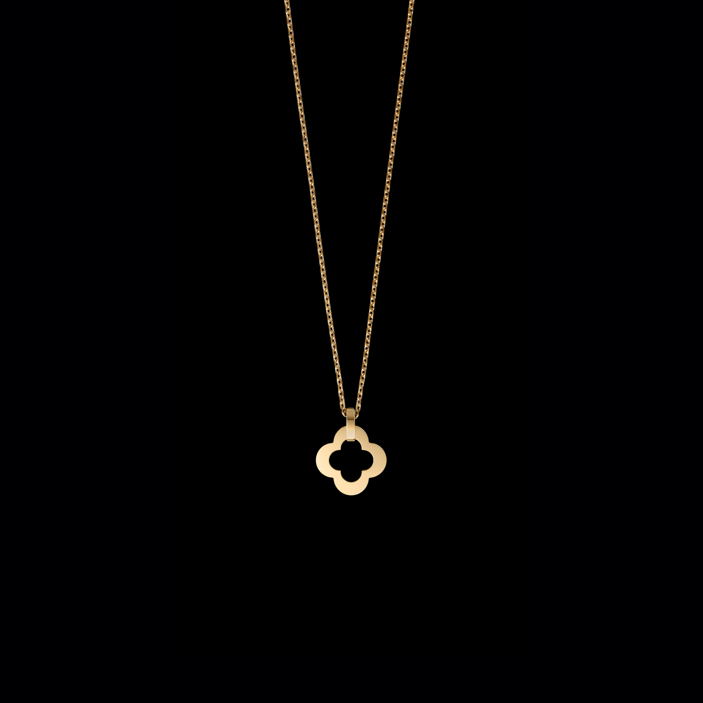 Byzantine Alhambra pendant, large model, yellow gold, Van Cleef & Arpels